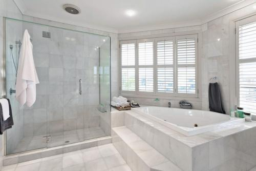 Luxury-Bathroom-with-Shower-and-Tub-iStock 000033620360 Large
