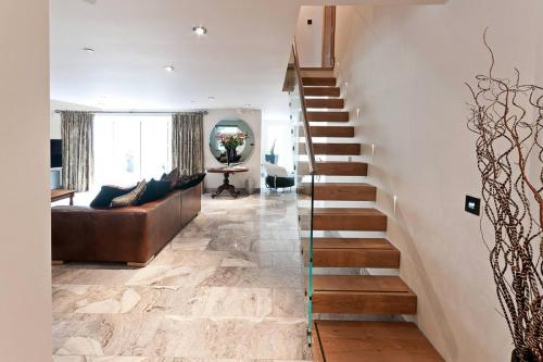glass-staircase-interior 04 0